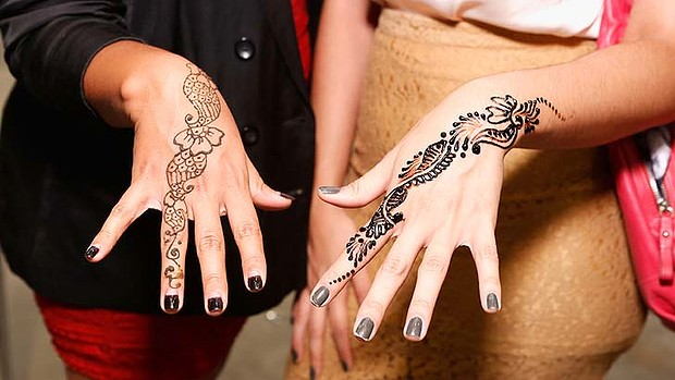 What you need to know before getting a henna tattoo for Can i take a shower after getting a tattoo