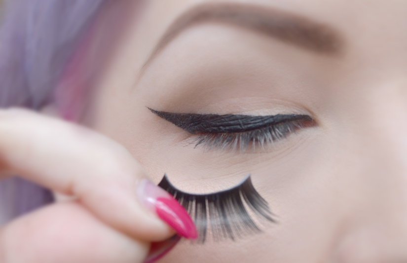 Product Review Pros And Cons You Might Want To Read Before Buying EyeLash Glue