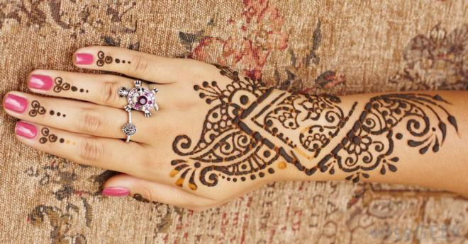 What you need to know before getting a henna tattoo for Henna tattoo process
