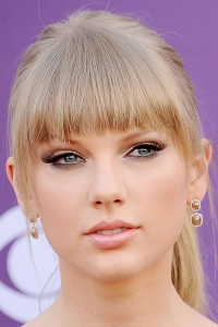 LAS VEGAS, NV - APRIL 07: Musician Taylor Swift arrives at the 48th Annual Academy Of Country Music Awards at MGM Grand Garden Arena on April 7, 2013 in Las Vegas, Nevada. (Photo by Gregg DeGuire/WireImage)